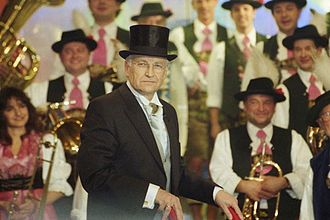 Edmund Stoiber - Edmund Stoiber during the conferment Order against the deadly seriousness, March 2000