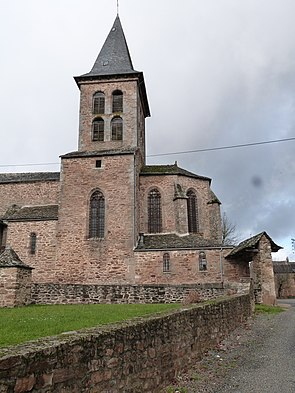 Eglise de Naves (Manhac).JPG