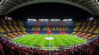 El Camp Nou en un partido de la Uefa Champions League.jpg