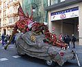 El dragón de fuegoesperando su turno en El desfile de fuego 2017.jpg