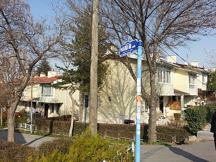 The street sign for the street named after late Prof. Engin Arik, in the Yenimahalle district in Ankara. EnginArikStreetSign.jpg