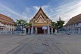 Entrance of Wat Kanlayanamit.jpg