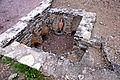 F07 Alesia Ausgrabungen, Wohnhauskeller mit Amphoren.0037.JPG