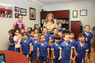 Sonoran children visiting the Office of Sonora State Deputy Farlninios01.jpg