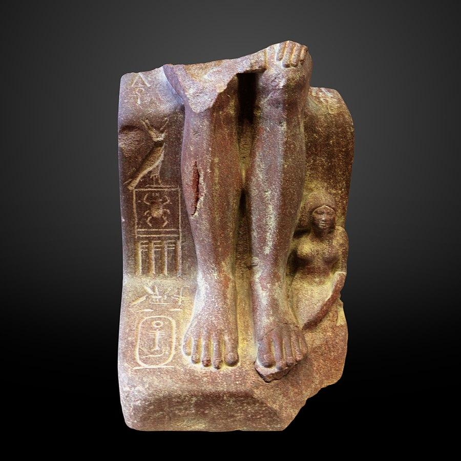 Feet of a statue of Didufri-E 12627