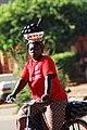 Femmes à vélo à Ouagadougou2.jpg