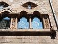 Fenêtres géminées surmontées d'un oculus de l'hôtel du Viguier.JPG