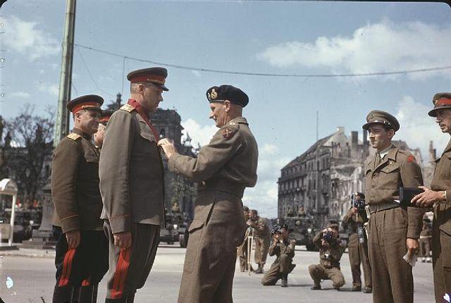 Награждение британским орденом Бани, 1945 год