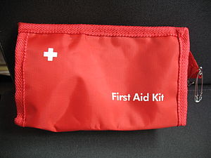 English: Just a normal first aid bag