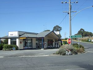Fish Creek, Victoria - Image: Fish Creek service station Stevage