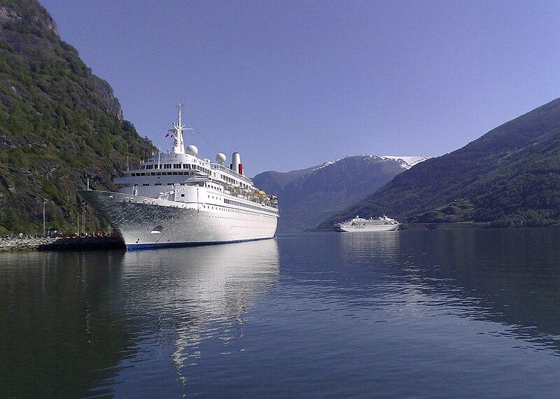 File:Flåm cruisehamn Boudicca.jpg