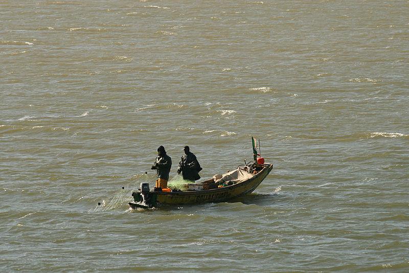 File:Fleuve Sénégal - Pecheur (3).JPG