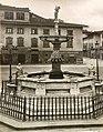 Fontana del Pescatorello, piazza Duomo a Prato, inizi '900.jpg