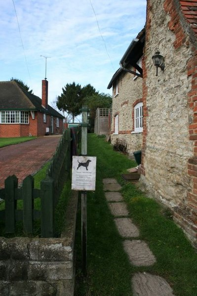 File:Footpath by the Cottage - geograph.org.uk - 1615355.jpg