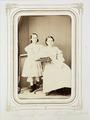 Fotografiporträtt på Eugenie och Augusta Wallis, 1860-tal - Hallwylska museet - 107800.tif