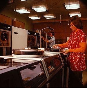 History of hard disk drives - Removable disk packs