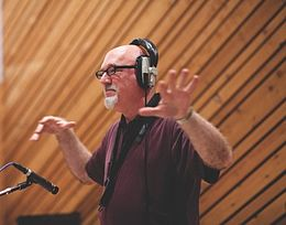 Frank Macchia conducts small.jpeg