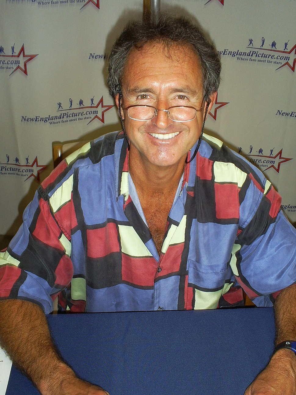 Fred Lynn at an autograph signing in Manchester, New Hampshire