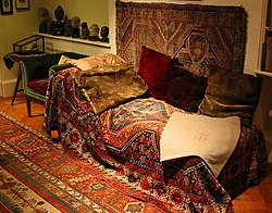 Freud's couch, London, 2004 (2)