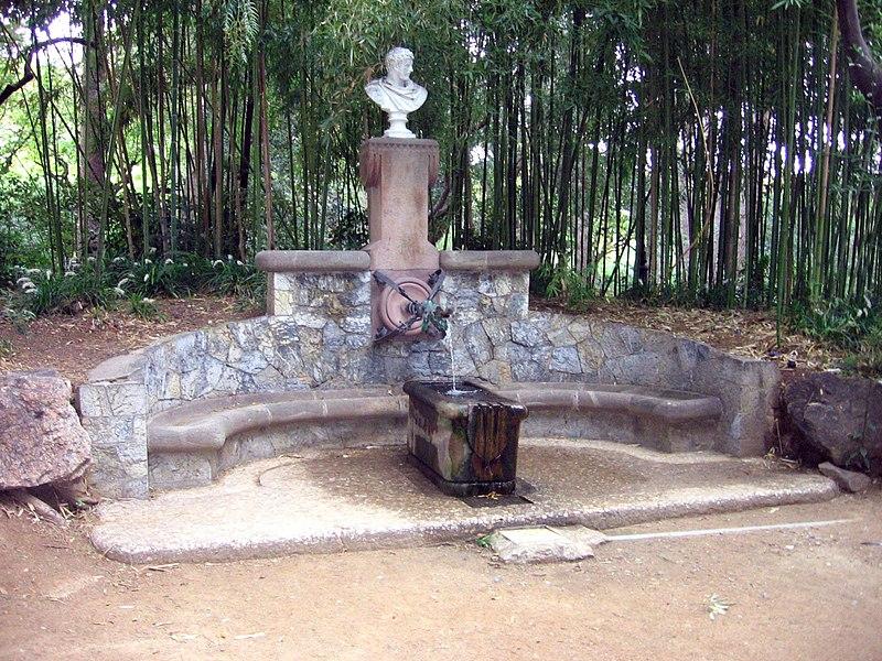 Arquivo:. Gaudí - Font d'Hércules jpg