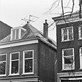 Gedeelte voorgevel en opening in het dak - Delft - 20051100 - RCE.jpg