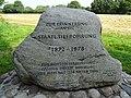 Gedenkstein an die 1878 weltweit tiefste Erdbohrung.jpg