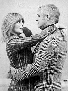 Linda Evans e George Peppard.