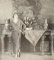 Gloria Swanson at home 1923-May.png