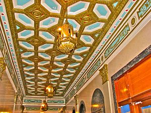 Goodhue Building - Image: Goodhuelobbyceiling 2