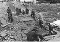 Grupa niemieckich żołnierzy w czasie ataku na włoską miejscowość (2-2374).jpg
