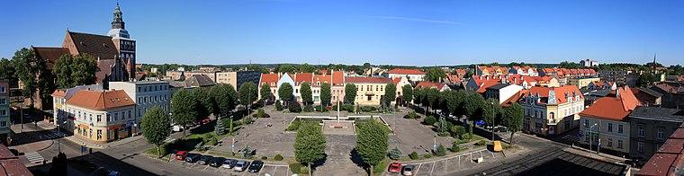 English: Zwyciestwa Square (eng. Victory's Square) Polski: Plac Zwyciestwa (z dachu budynku urzędu miejskiego i starostwa)