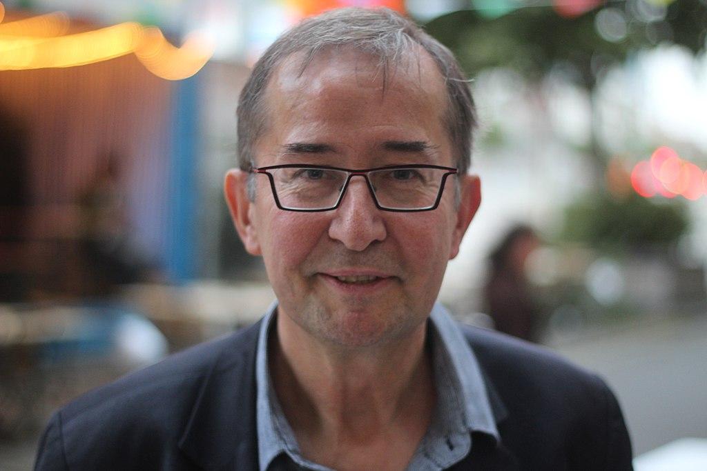Regisseur en artistiek leider van het Toneelhuis in Antwerpen, Guy Cassiers.