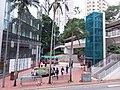 HK 香港 Admiralty 金鐘道 Queensway October 2018 SSG 07 stairs footbridge n lift.jpg