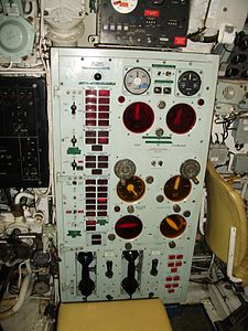 HMS Ocelot 1962 control room engine telegraph.JPG
