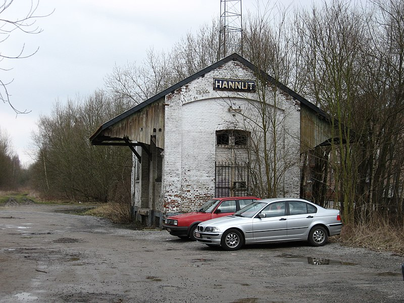Old goods building in the ex-station of Hannut on line 127. Was also a vicinal railway station.