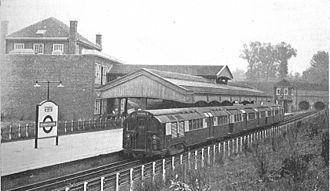 London Underground Standard Stock - Image: Hendon Central station, underground railway above ground (CJ Allen, Steel Highway, 1928)