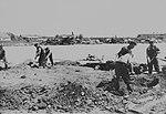 Herstelwerkzaamheden op Schiphol mei 1940.jpg