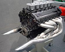 Un moteur à douze cylindres en V d'origine Honda.