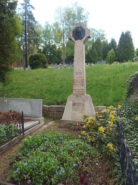 File:Hronov, hrob Jiráskových rodičů.JPG