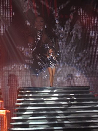 "Halo (Beyoncé song) - Beyoncé performing ""Halo"" at the O2 Arena, in London, England"