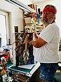 Itze Grünzweig in seinem Atelier in Klosterneuburg 2018.jpg