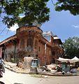 Jaipur, Bramhpuri Road, rohový dům.jpg