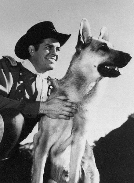 Perros famosos que nunca se han de olvidar 439px-James_Brown_fan_postcard_1955