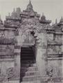 KITLV - 99869 - Kurkdjian, N.V. Photografisch Atelier - Soerabaia-Java - Gate in Borobudur in Magelang - circa 1915.tiff