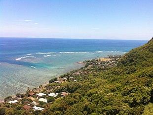 "View from Crouching Lion near <a href=""http://search.lycos.com/web/?_z=0&q=%22Ahupua%27a%20O%20Kahana%20State%20Park%22"">Kahana Valley</a>"