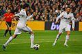Kaká prepara el tiro y... (5423093584).jpg