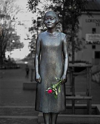 Karin Boye - The statue of Boye on Kungsportsavenyn, outside the Gothenburg City Library (Stadsbiblioteket)