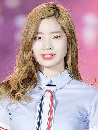 330px-Kim_Da-hyun_at_Lotte_Family_Concer
