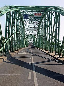 Komarom, Elizabeth bridge 02.JPG