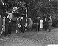Koningin Juliana onder een paraplu, Bestanddeelnr 911-6198.jpg